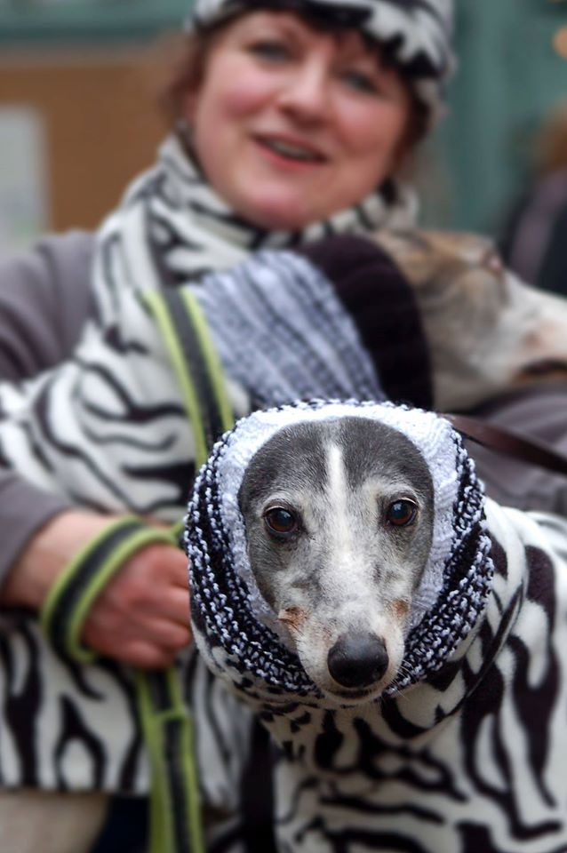 Beryl rocks that snood, Hersham stylee (Photo by Helen Baldwin).
