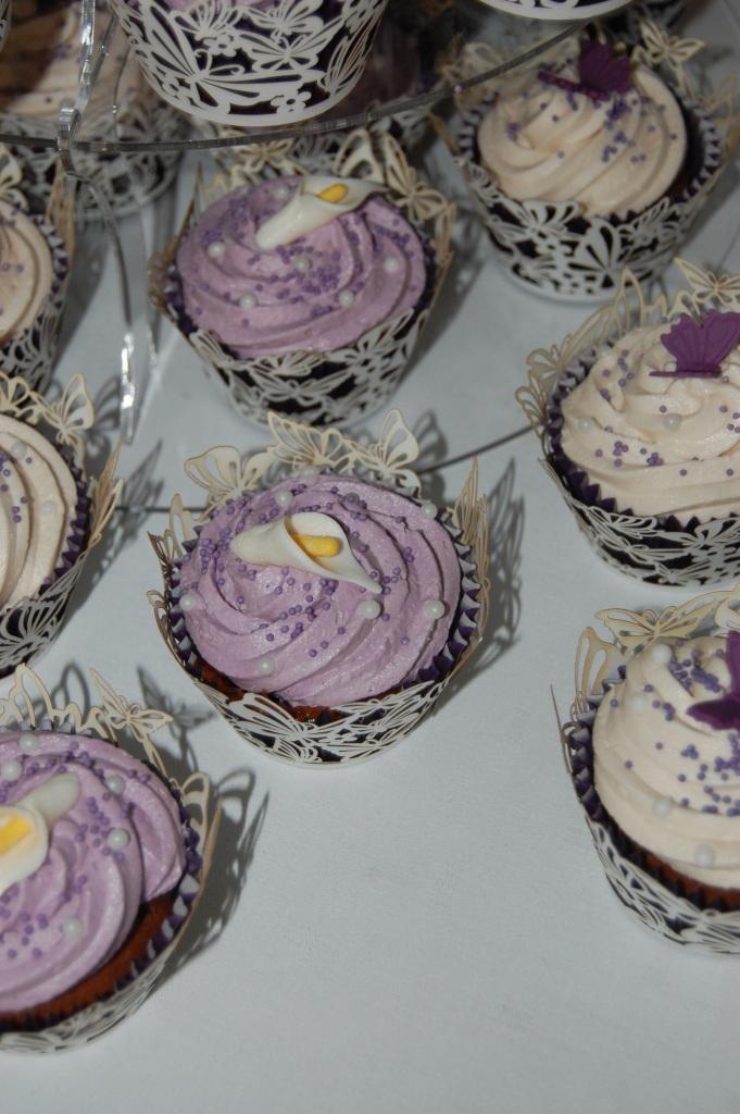 Calla lily cupcakes