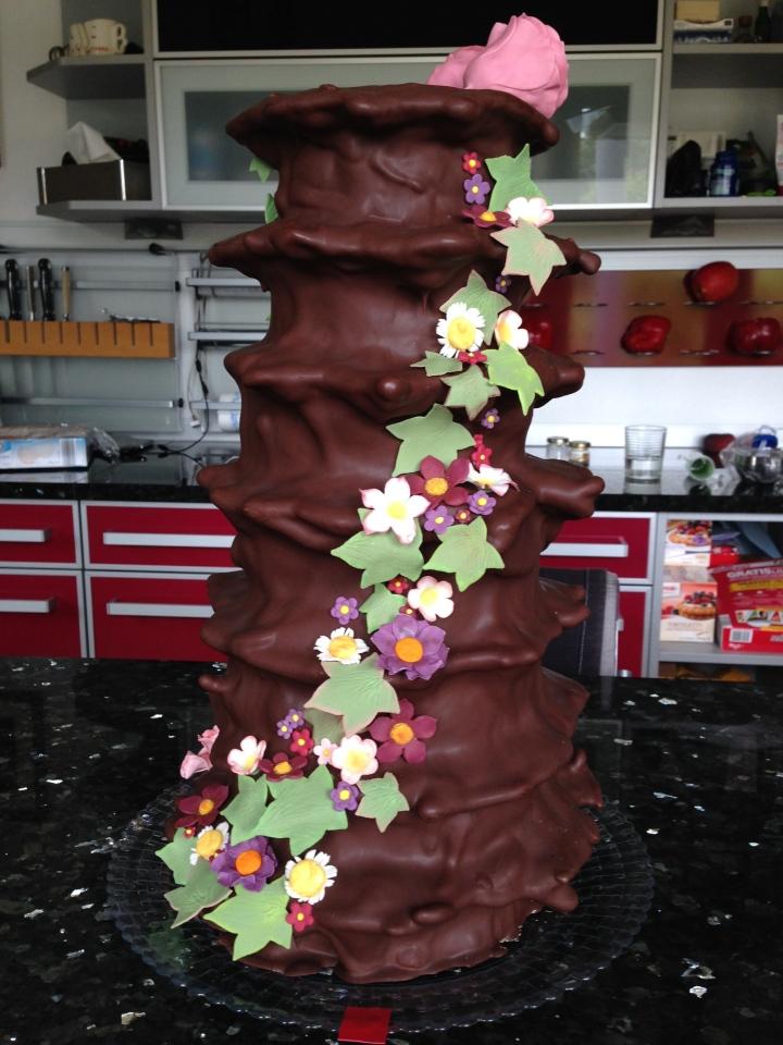 Rear cacade on the wild flower Baumkuchen wedding cake